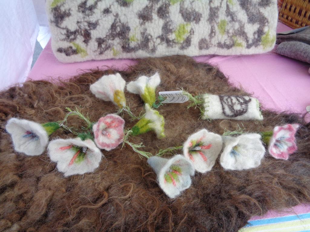 guirlande de fleurs feutrées